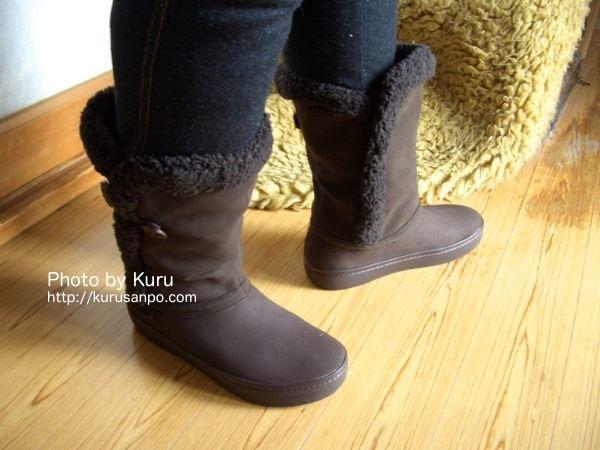 crocs(クロックス)『modessa synthetic suede button boot w(モデッサ シンセティック スエード ボタン ブーツ ウィメン)』