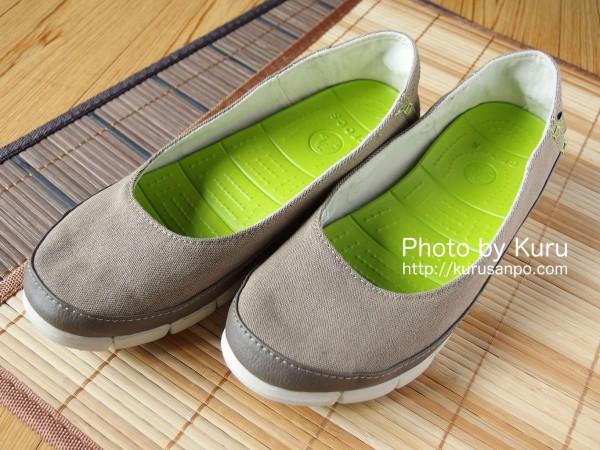 crocs(クロックス)『stretch sole flat w(ストレッチ ソール フラット ウィメン)』